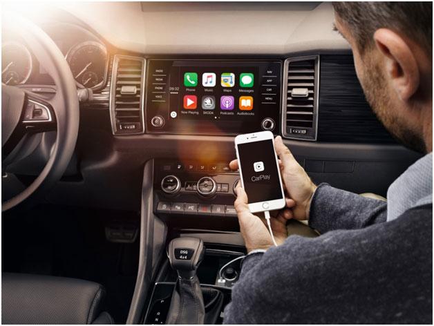 Вывод онлайн-приложений с телефона на большой экран мультимедийной систем ŠKODA KODIAQ